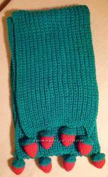 Яркий и теплый шарф ручной вязки