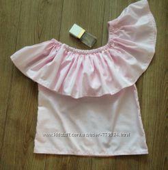 Блуза с открытыми плечами и воланом