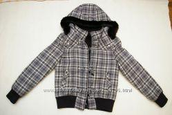 Стильная курточка с натуральным мехом по капюшону. Шапочка в ПОДАРОК