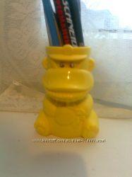 пластмассовая подставка - стаканчик в виде обезьянки