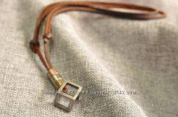 Ожерелье из натуральной кожи с кулоном Куб