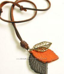 Ожерелье из натуральной кожи с кулоном Листья