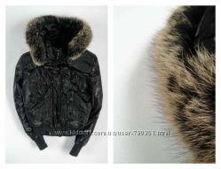 Классная, тёплая, зимняя куртка с мехом на капюшоне