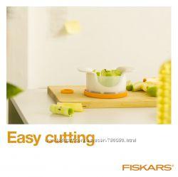 Нож для яблук с контейнером Fiskars