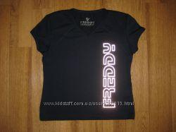 Спортивная футболка на - XS. фирмы - Freddy