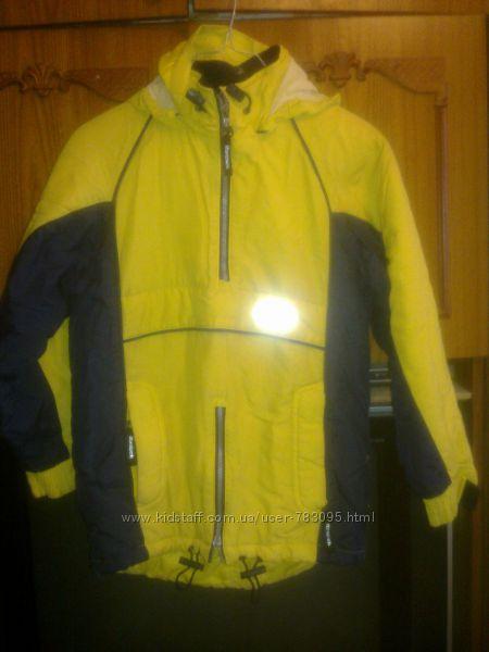 Куртка Reebok на синтапоне с капюшоном