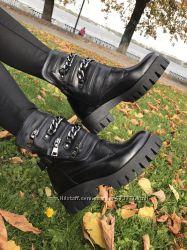 Кожаные демисезонные ботинки с цепями