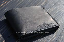Классическое кожаное портмоне. Кожаный кошелёк. Кожаный чёрный бумажник.