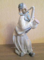 Фарфоровая статуэтка Клоун с сексофоном