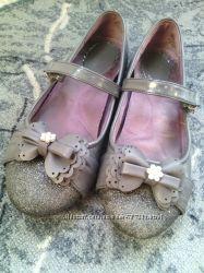 Туфельки для девочки лакированные и кожаные