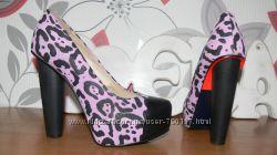 Нові , дуже гарні туфлі