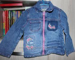 продам джинсовую ветровку  gloria jeans для девочки