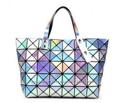 Нереальная сумка голографическая геометрия