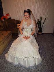 Шикарное свадебное платье  подарок.