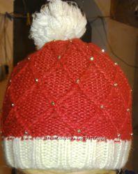 Теплая фирменная красная вязаная шапка