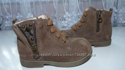 Новые натурал. замш. ботиночки, Nero Giardini, размер 20. Италия.
