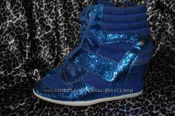 Стильные синие сникерсы