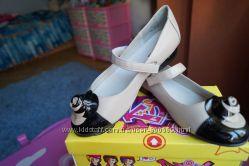 Нарядные туфли  для девочки бежевые новые размер 32, 33, 34