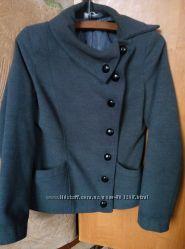 пальто в новом состоянии 42-44 р