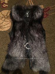 Кожаная жилетка с чернобуркой
