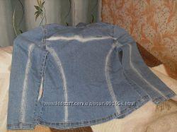 Джинсовый пиджак-ветровка, очень стройнит, подчеркивает фигуру.