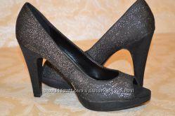 Продам нарядные женские туфли 37 р. Классика.