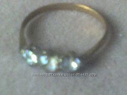 кольцо с тремя камешками  позолоченое клеймо GILT
