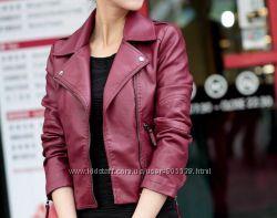 Красивая куртка цвета марсала