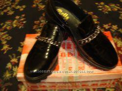 Лаковые туфельки на ногу 25. 5- 26см