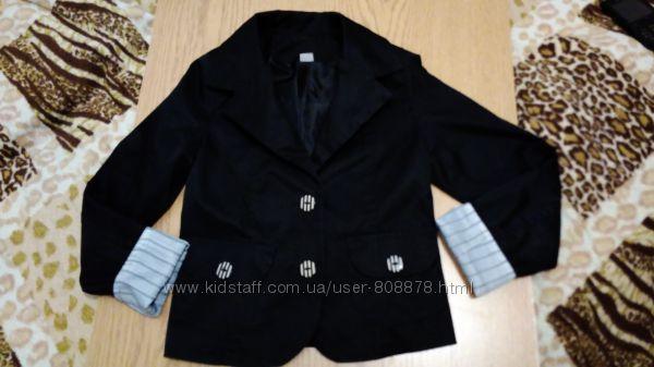 Очень стильненький школьный пиджак на 3-4 клас