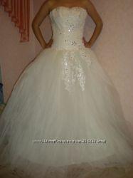 продается НОВОЕ свадебное платье на высокую девушку