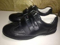 Новые кожаные туфли р. 34 - 22, 7см, р. 37- 24, 5см
