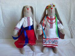 Зайцы в украинских костюмах ручная работа