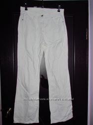 Жіночі білі джинси.