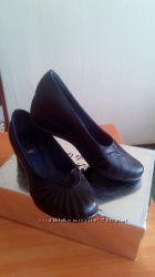 Удобные кожаные новые туфли 38 размера