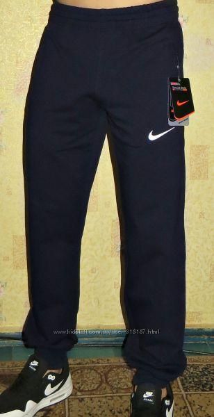 Летние спортивные штаны Nike на манжете с вышивкой.