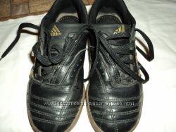Кроссовки adidas оригинал кожаные на 32р