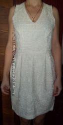 Красивое платье в молочном цвете c вышивкой от бренда H&M