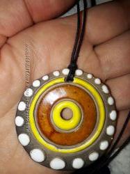 Украшение медальон из глины с эмалью