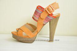 Модельные босоножки, туфли на каблуке 36-37 размер