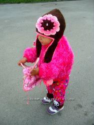 Вязаная шапка ушанка с большим цветком.