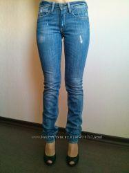 Продаю фирменные джинсы slim