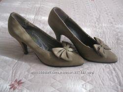 Класические туфли на невысоком каблуке