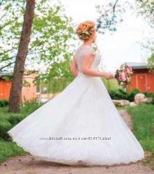 Продам красивое свадебное платье своей сестры.