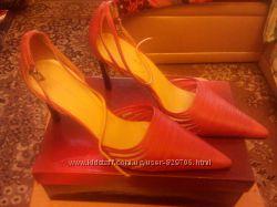 Красивейшие новые кожаные туфли Marialya на шпильке 40 размер