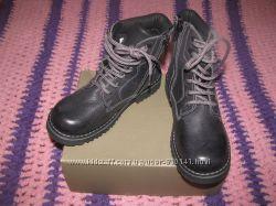 BATA новые красивые кожанные ботиночки BATA 30 размер