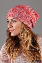 Модная  качественная теплая шапочка цвета