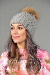 Красивая  шапка с помпоном енот флис шерсть