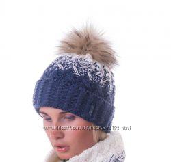 Яркая  шапка  шерсть енотовый помпон расцветки