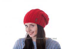 Стильная шапочка крупной вязки флис цвета шерсть
